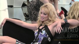 Beth Behrs Images