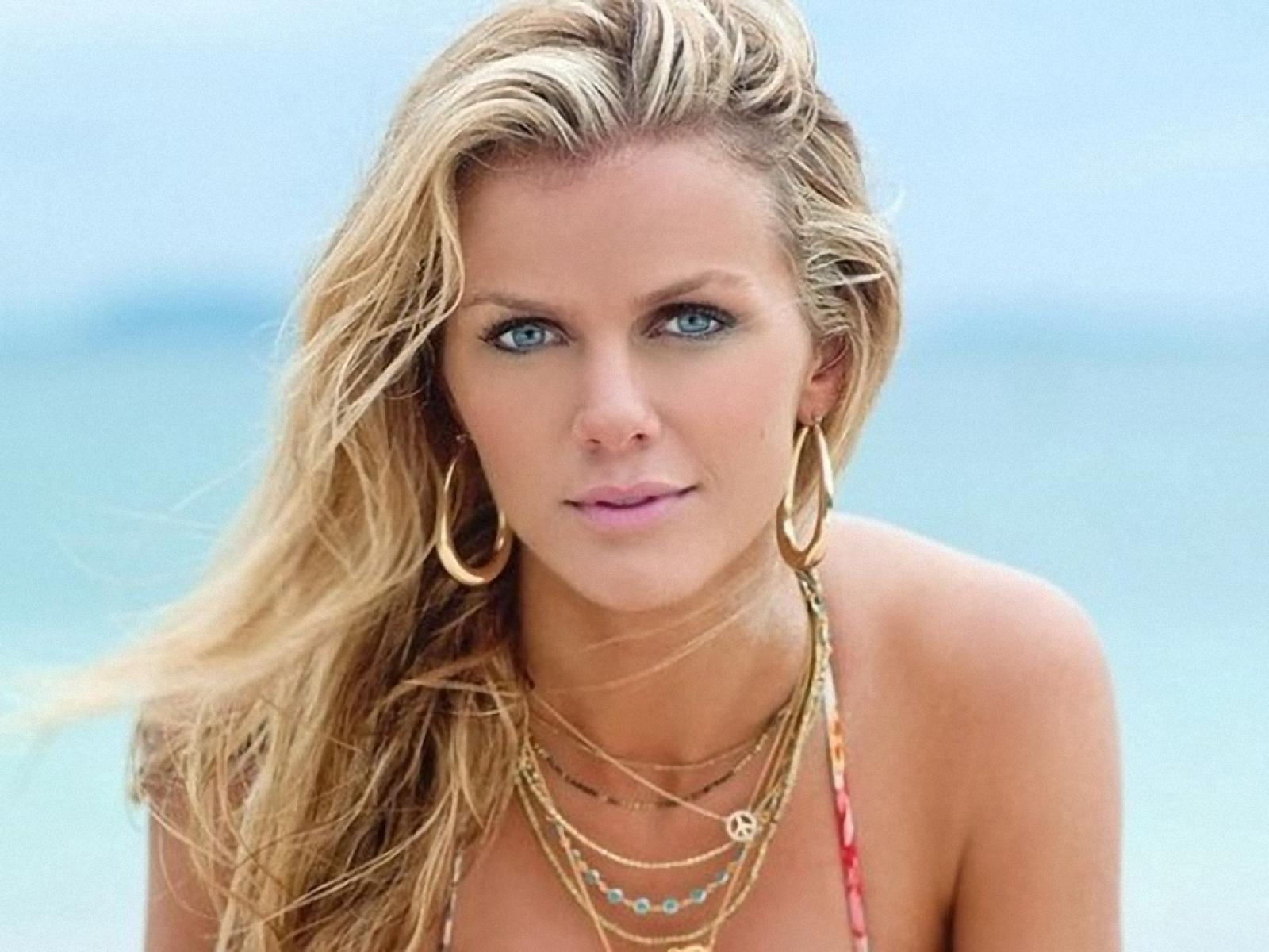 Iphone wallpaper free - Brooklyn Decker Wallpapers High Quality Download Free