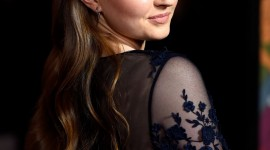 Kaitlyn Dever High Definition