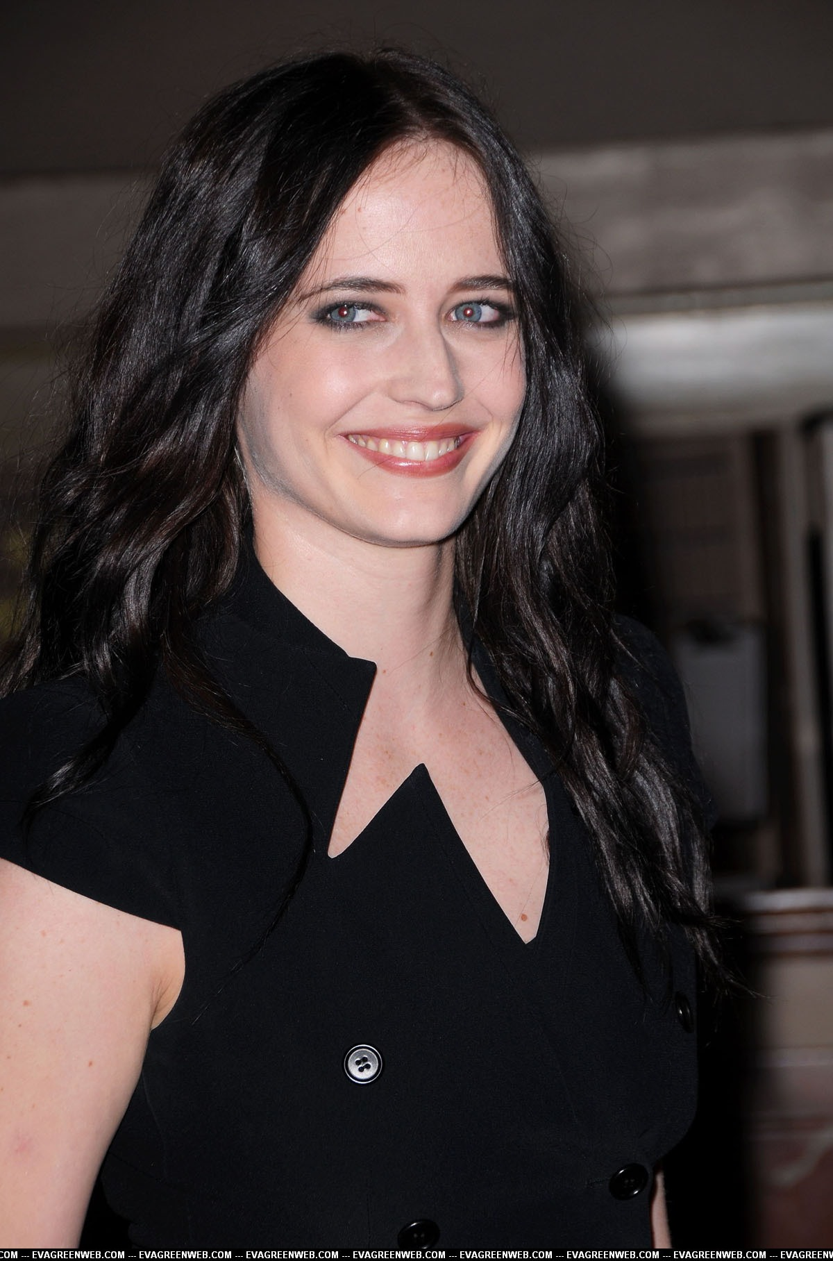 how to meet eva green