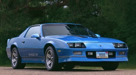 Chevrolet Camaro IROC-Z Photo