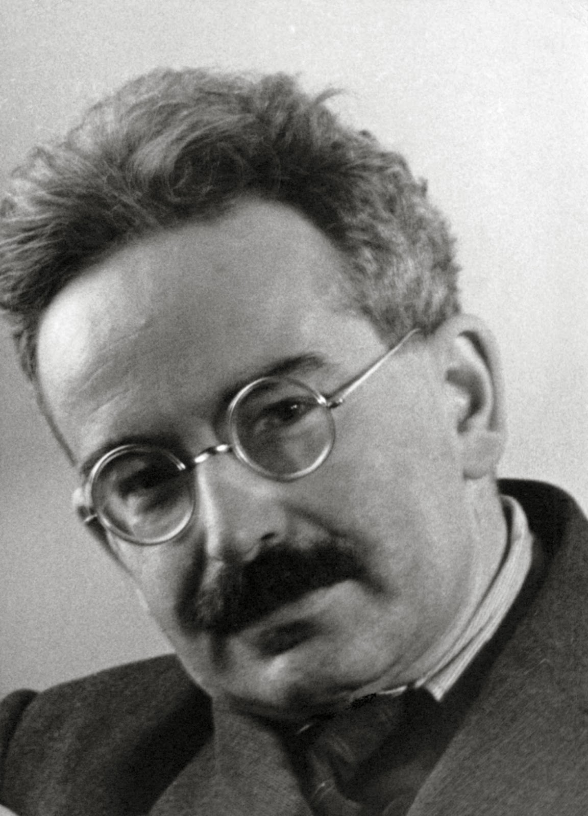 walter benjamin essays online Walter benjamin aura of photography - free download as pdf file (pdf), text file (txt) or read online for free.