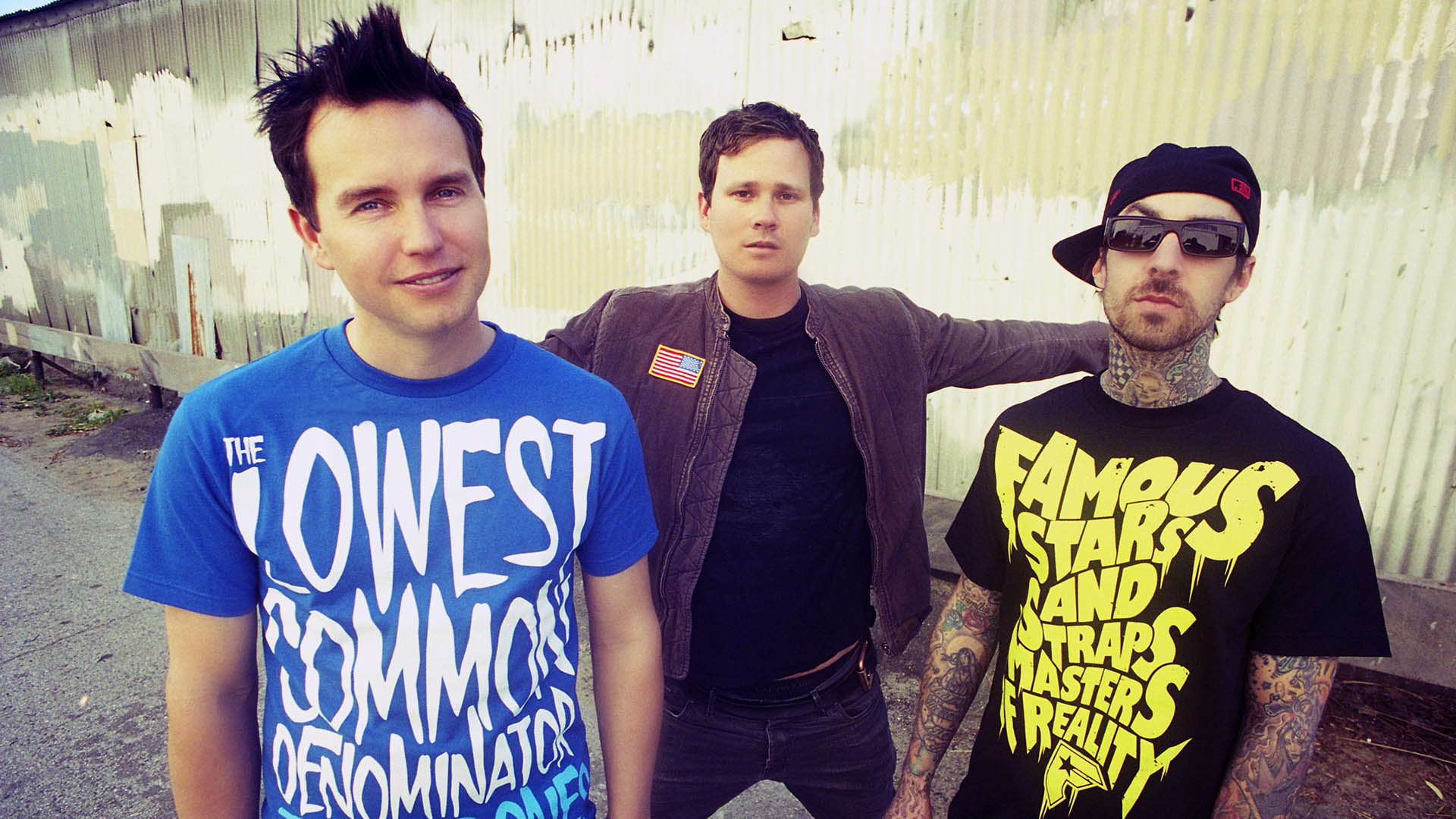 blink 182 Blink-182 is an american rock band consisting of vocalist and bass guitarist mark hoppus, vocalist and guitarist tom delonge, and drummer travis barker they have sold over 35 million albums worldwide since forming in poway, california in 1992.