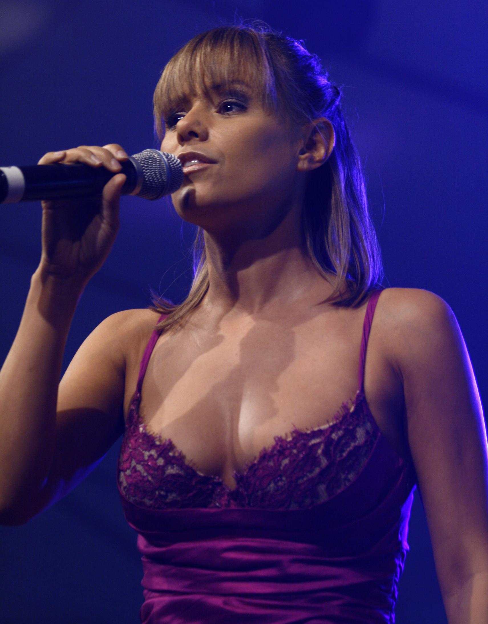 Francine jordi fakes magnificent