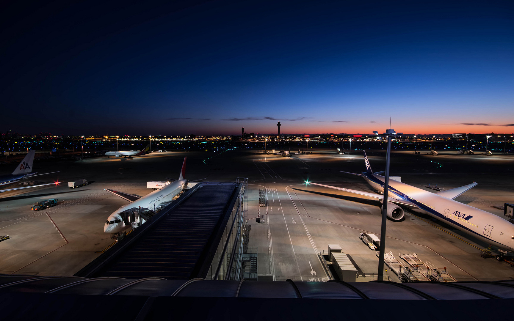 Night Airport Wallpapers High Quality