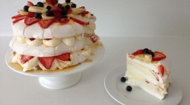 Pavlova Cake Photo