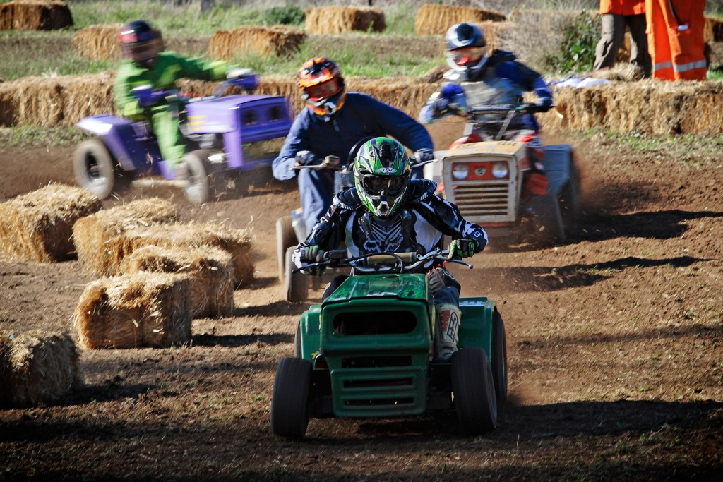 Racing On Lawn Mowers wallpapers HD