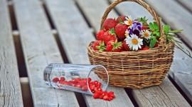 4K A Basket Of Strawberries Photo Free