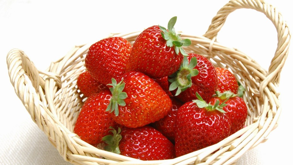 4K A Basket Of Strawberries wallpapers HD