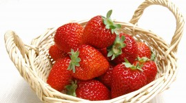 4K A Basket Of Strawberries Wallpaper