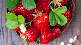 4K A Basket Of Strawberries Wallpaper Full HD