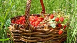 4K A Basket Of Strawberries Wallpaper#3