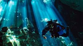 4K Divers Wallpaper