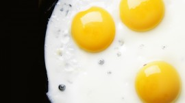 4K Fried Eggs Wallpaper Free