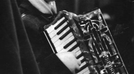 Accordionist Wallpaper For Mobile