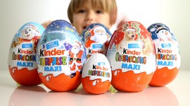 Kinder Surprise Wallpaper HD