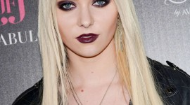 Taylor Momsen Wallpaper For IPhone