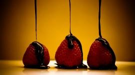4K Berries In Chocolate Photo Download