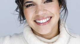 America Ferrera Wallpaper For IPhone 7