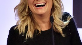 Amy Poehler Wallpaper For IPhone 6 Download