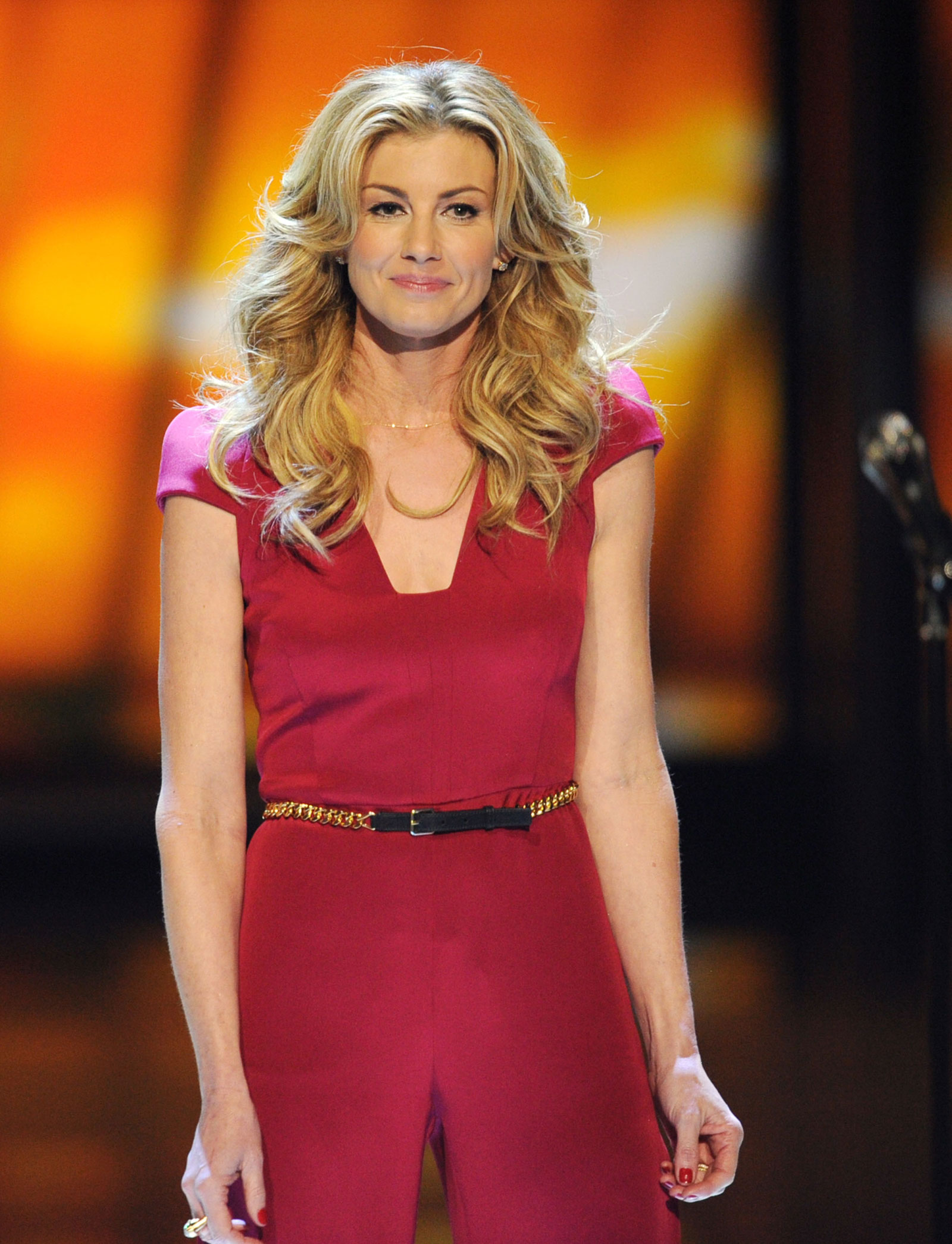 faith hill 'military weapons should not be in the hands of civilians,' hill said.