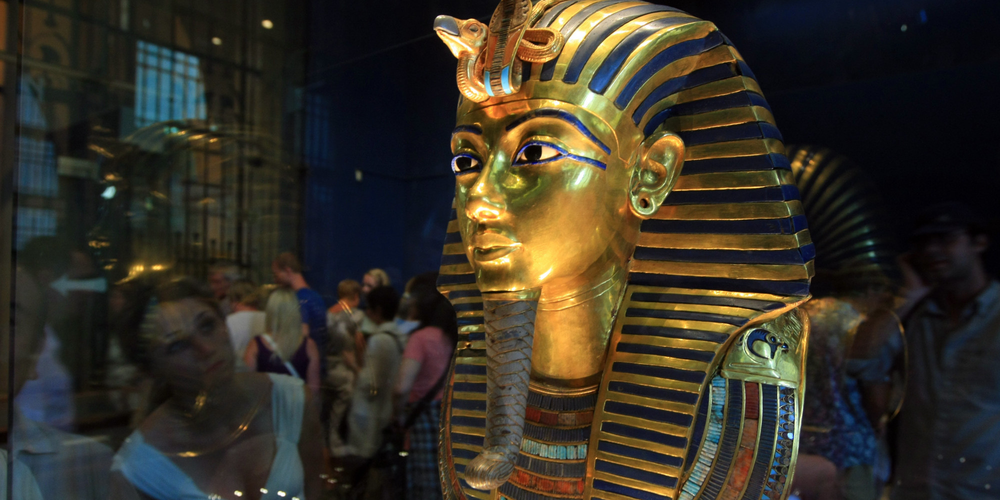 the life of king tutankhamen Tutankhamun, also spelled tutankhamen and tutankhamon, original name tutankhaten, byname king tut, (flourished 14th century bce), king of ancient egypt (reigned 1333–23 bce), known chiefly for his intact tomb, kv 62 (tomb 62).