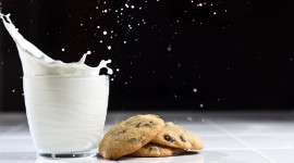 4K Milk Desktop Wallpaper For PC