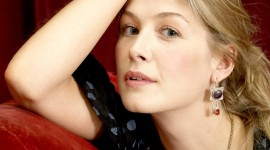 Rosamund Pike Best Wallpaper