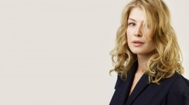 Rosamund Pike Wallpaper