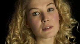 Rosamund Pike Wallpaper Gallery