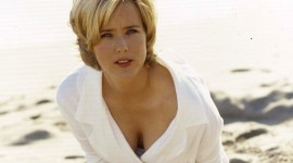 Tea Leoni Wallpaper Background