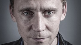 Tom Hiddleston Wallpaper For IPhone Free
