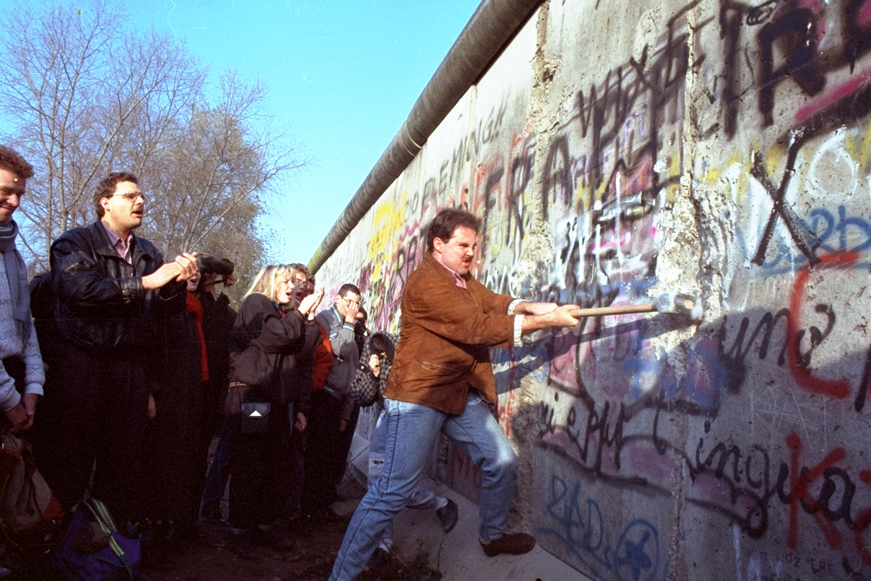 fall of berlin wall essay After ww2 ended berlin was divided into four the fall of the berlin wall symbolized a key turning event in diplomatic and government powers as it.