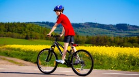 Children On Bicycles Desktop Wallpaper