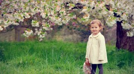 Children With Flowers Photo Free