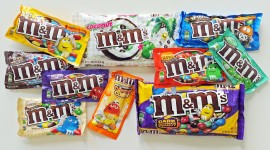 M&M Wallpaper Download Free