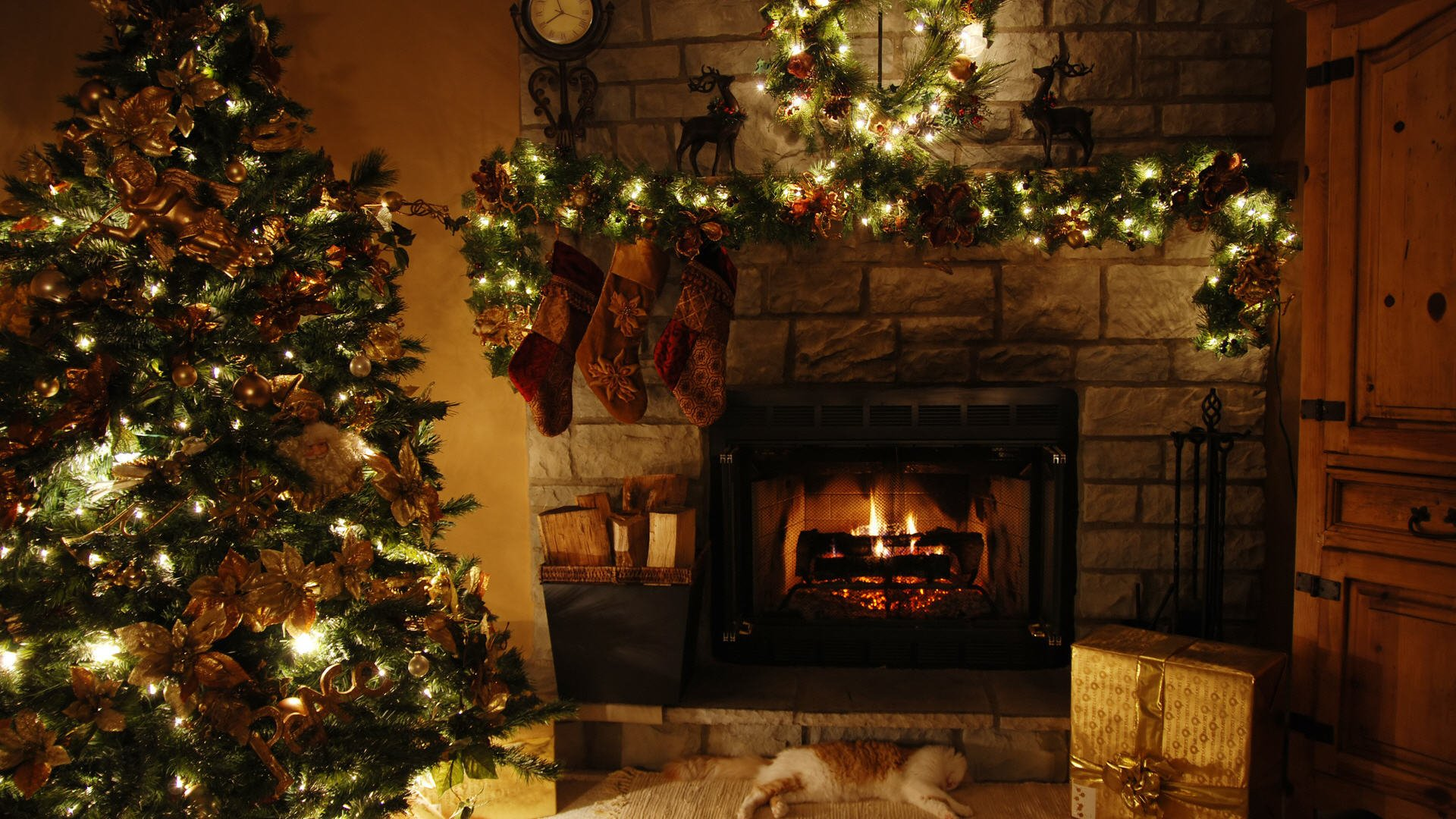 Free Fireplace Wallpaper: 4K Christmas Fireplaces Wallpapers High Quality