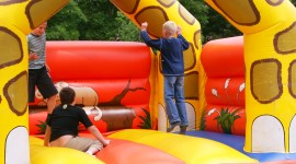 Bouncing Kids Wallpaper Download