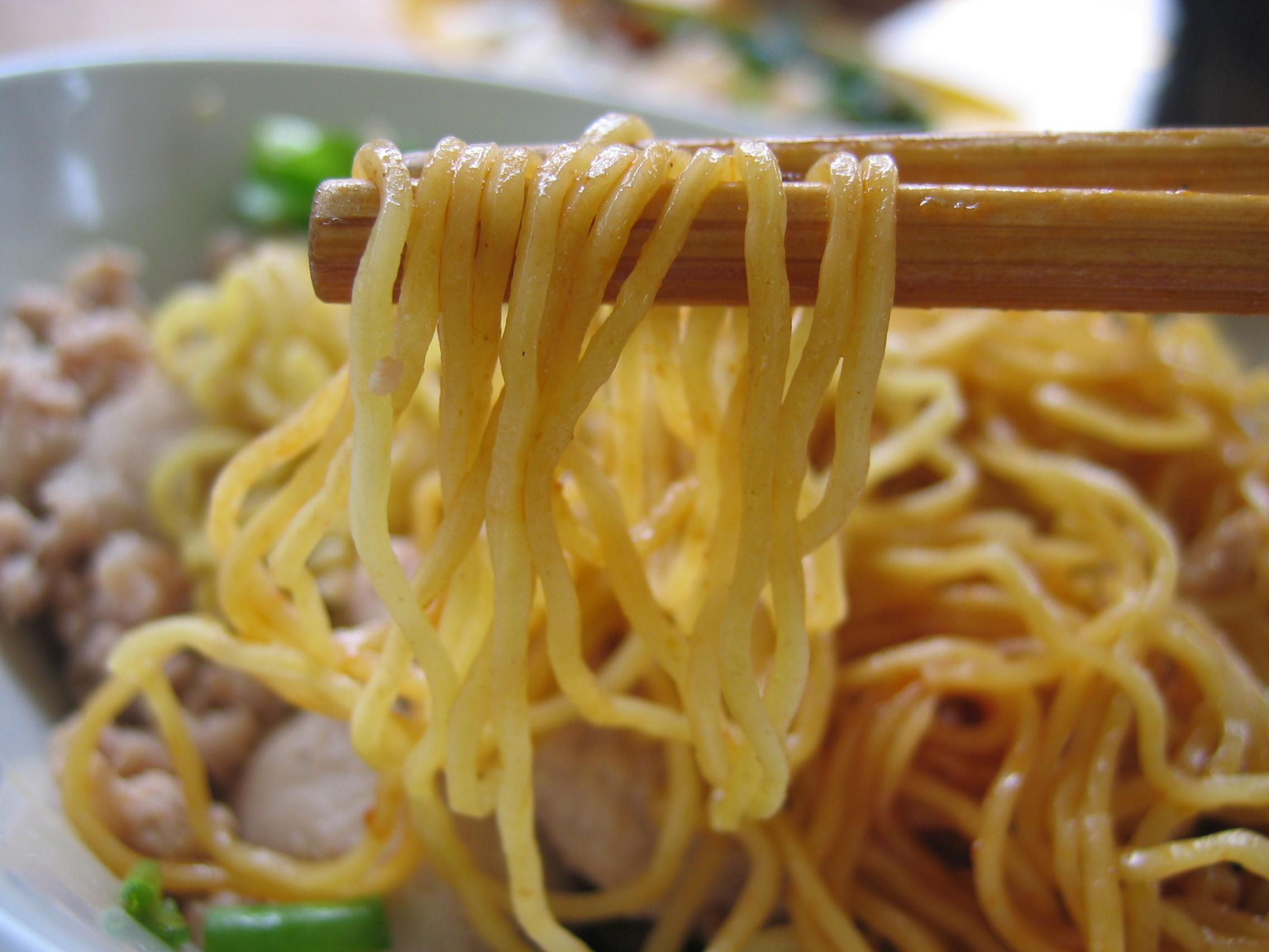 Noodles dando sociales