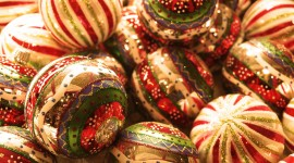 4K Christmas Balls Wallpaper Free