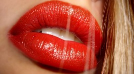 4K Lipstick Wallpaper