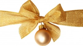 Gold Christmas Balls Desktop Wallpaper