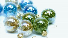Green Christmas Balls Desktop Wallpaper