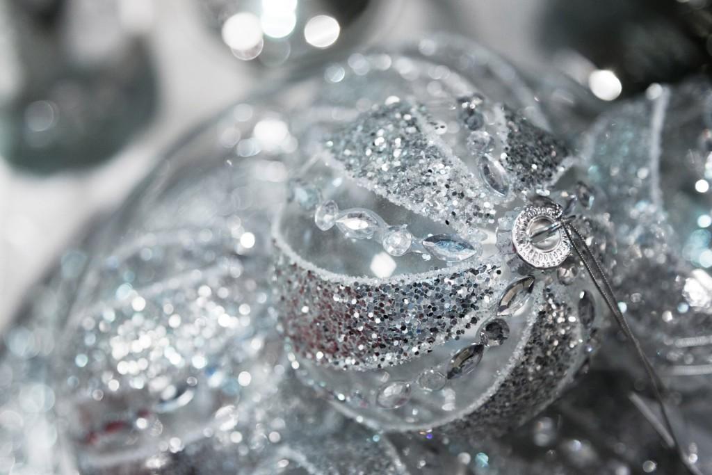 Silver Christmas Balls wallpapers HD