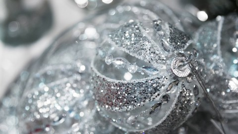 Silver Christmas Balls wallpapers high quality