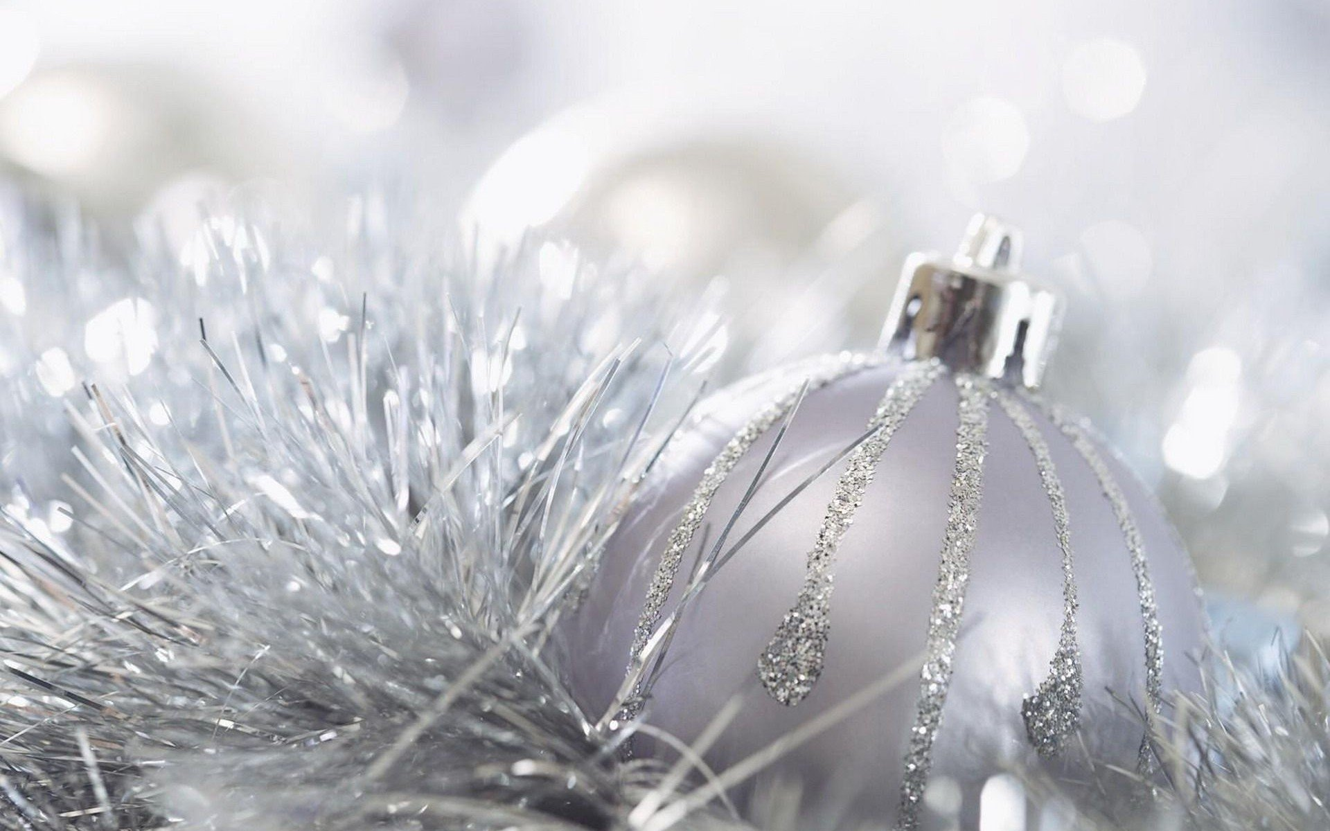 Silver Christmas Balls Wallpapers High Quality | Download Free