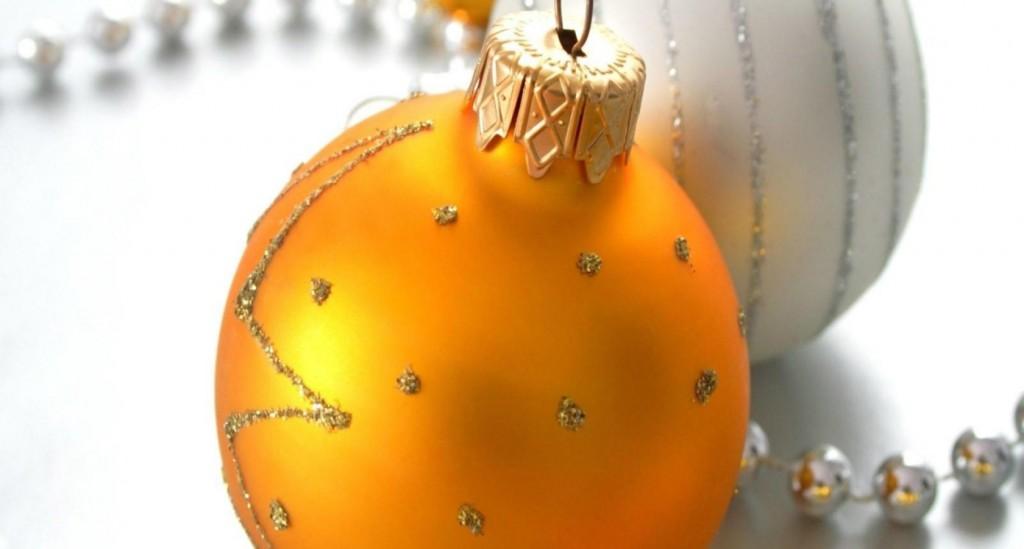 Yellow Christmas Balls wallpapers HD