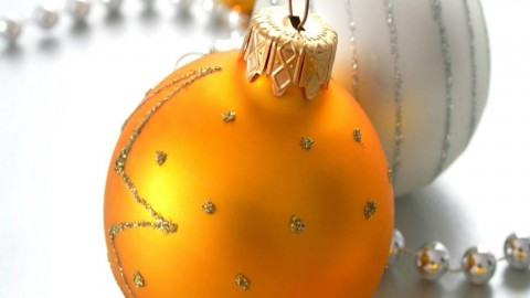 Yellow Christmas Balls wallpapers high quality