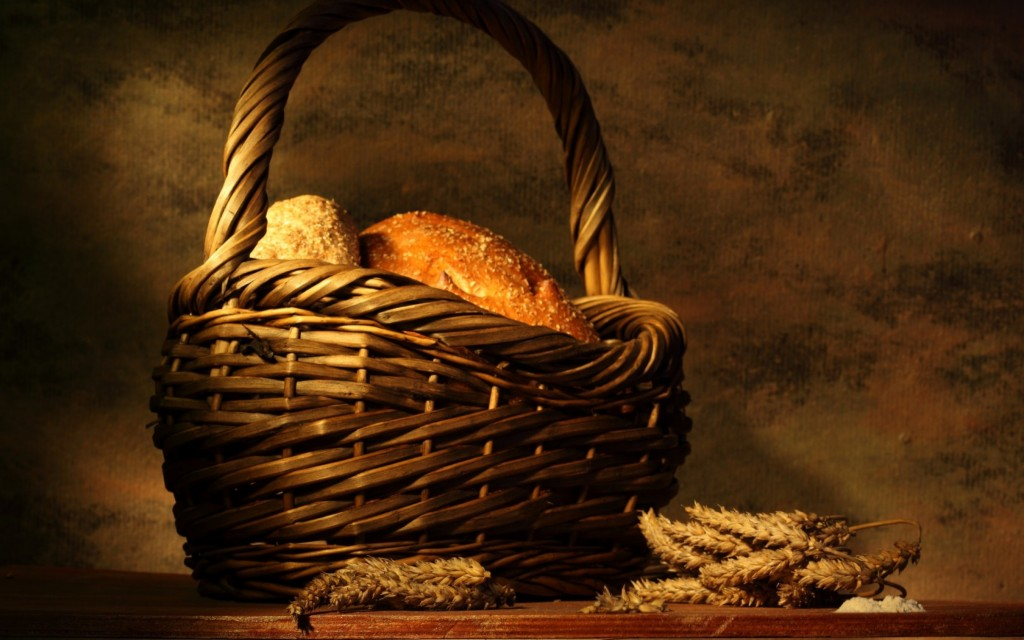 4K Basket With Bread wallpapers HD