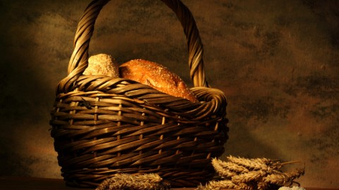 4K Basket With Bread wallpapers high quality